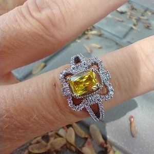 Women's marked 925 yellow stone ring size 7